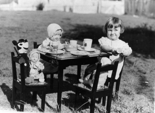 Young_girl_entertaining_Mickey_Mouse_and_other_friends_at_a_make-believe_tea_party,_1930s_(5141973960)
